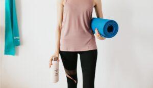 Trinkflasche und Yoga