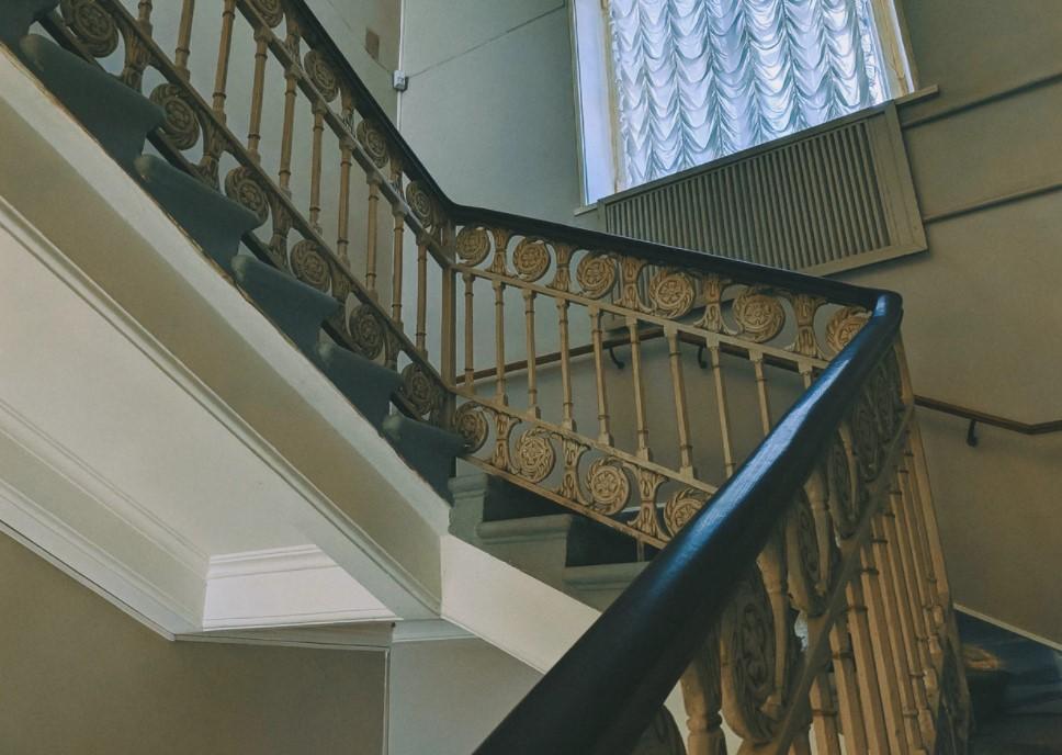 Praktikable Lösungen für jede Treppe – Einbau eines Lifts